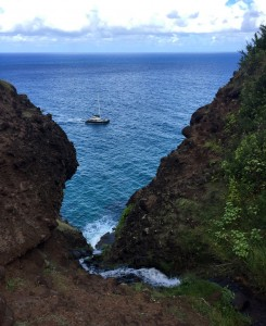 A boat en route back from Kalalau Beach